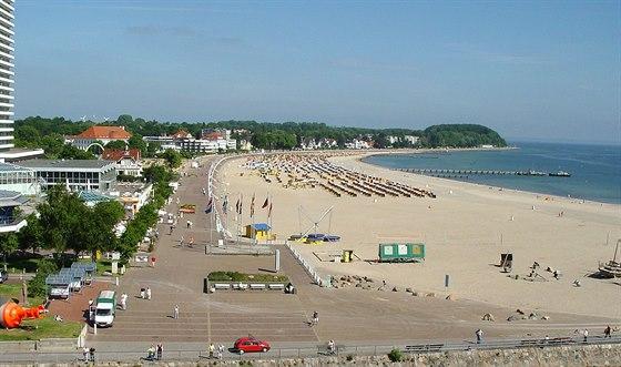 Nábřežní promenáda a pláž v Travemünde