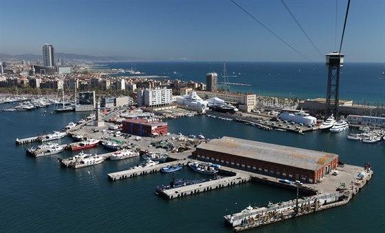 Lanovka v Barcelon� vede do p��stavu sto metr� nad zem�.