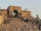 Trosky středověké mešity v severoiráckém Mosulu (27. července 2014)