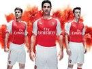 Arsenal s velkou pompou představil nové dresy. Zleva Aaron Ramsey, Mikel Arteta...