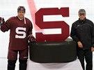 NOVÉ LOGO. Hokejová Sparta představila nové logo. Vedle klubového znaku zapózovali kapitán Tomáš Rolinek a trenér Josef Jandač.