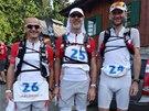Zleva: Alex, Mirek a Vítek, tři kamarádi oblečení jako tři bratři, s úsměvy