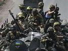 Ukrajinské jednotky se přesouvají u města Konstantinovka (21. července 2014).
