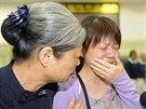 Příbuzní pasažérů zříceného letadla společnosti TransAsia truchlí na letišti v...