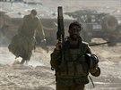 Izraelští vojáci se přesunují v blízkosti hranice s Pásmem Gazy (27. července...