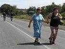 Obyvatelky východoukrajinského Šachtarsku prchají před vládní ofenzivou,...