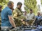 Ukrajinský prezident Petro Porošenko navštívil vojenskou základnu nedaleko...