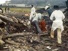 349 OBĚTÍ.  Na západ od indického Dillí se 12. listopadu 1996 ve vzduchu...
