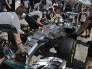 V BOXECH. Lewis Hamilton v kvalifikaci Velké ceny Maďarska F1.