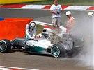 HOŘÍ. Lewis Hamilton v kvalifikaci Velké ceny Maďarska F1.