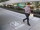 Pozornost lidí s mobilem je zaměřena na obrazovku, nikoliv na cestu, po které...
