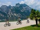 Lago di Garda, cyklisté v Torbole
