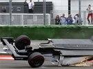 Brazilský pilot Felipe Massa převrátil svou formuli hned v první zatáčce