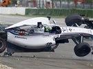 MASSŮV TANEC. Brazilec Felipe Massa vyletěl z trati hned v prvním kole Velké