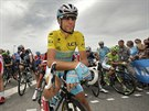 L�dr Astany a vedouc� mu� Tour de France Vincenzo Nibali �ek� na start patn�ct�...