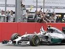 Nico Rosberg s Mercedesem slav� triumf ve Velk� cen� N�mecka.