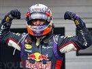 VÍTĚZ. Daniel Ricciardo slaví vítězství ve Velké ceně Maďarska.