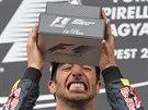 TA KRABIČKA. Daniel Ricciardo se raduje z triumfu ve Velké ceně Maďarska na...