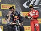 SPRCHA. Daniel Ricciardo a Fernando Alonso slav� na stupn�ch v�t�z� poveden�...
