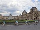 FANTOM LOUVRU. Nibali a spol. projíždějí kolem slavného pařížského muzea.