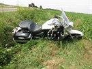 Při nehodě motocyklu u Lovčic se zranil řidič a spolujezdkyně.