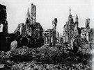Ypry, v jejichž okolí se odehrálo hned pět velkých bitev, válka těžce poničila. Takto vypadala po německém bombardování katedrála.