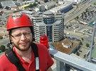 Nahoře. Stojím na vrcholu AZ Tower a všechno pode mnou vypadá jako titěrné...