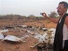 Snímek, který agenturám poskytla armáda Burkiny Faso, ukazuje trosky letounu...