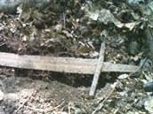 Takto nalezený meč z období křížových výprav nafotil hledač pokladů poté, co ho...