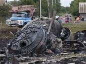 298 OBĚTÍ. Nad východní Ukrajinou se 17. července 2014 zřítil Boeing 777...