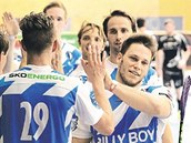 Florbalisté z Mladé Boleslavi se radují z gólu na turnaji v Jind�ichov� Hradci,