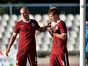 Sparťanský záložník Lukáš Mareček (vpravo) se raduje ze vstřeleného gólu....