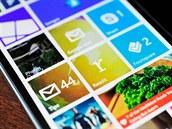 Pohled na hlavní obrazovku telefonu s Windows Phone