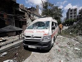 Mnoho ambulancí skončí po bombardování jako zcela nepojízdné vraky.