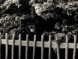 Don McCullin: Thomasova zvětšenina fotografie v parku z filmu