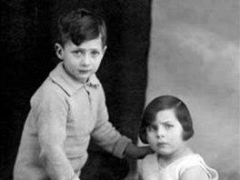 Max Rodrigues Garcia jako malý chlapec se sestrou Sienie