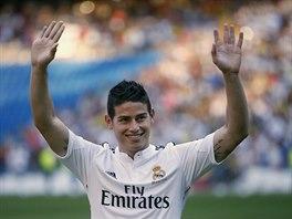 James Rodr�guez se p�edstavuje fanou�k�m Realu Madrid.