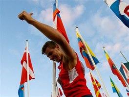 Desetibojař Jiří Sýkora se raduje z titulu juniorského mistra světa,