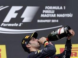T�DEN V LIHU. Daniel Ricciardo sl�bil, �e v�t�zstv� na Hungaroringu po��dn�...
