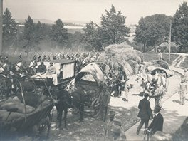 Odjezd dragounského pluku v srpnu 1914 z Josefova u Jaroměře.