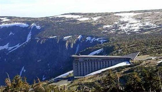 Labská bouda je jedním z nejdůležitějších rozcestníků Krkonoš