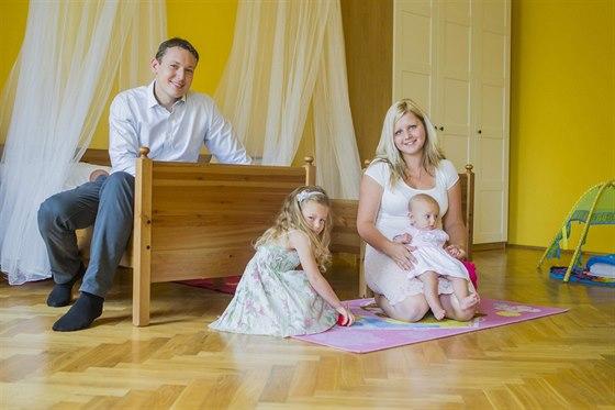 Rodina Luboše V. Jejich mladší dcera přišla na svět v lednu, matrika jí ale...