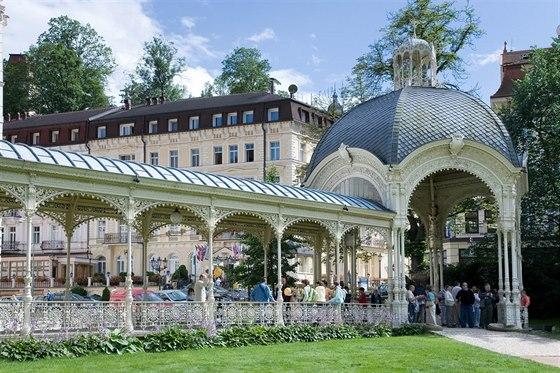 Sadová kolonáda v Karlových Varech je od vídeňských architektů Fellnera a...