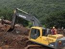 Záchranné práce po sesuvu půdy v západoindické vesnici Malin (30. července...