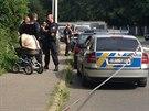 Policisté zasahují na místě únosu dítěte v pražské Zahradníčkově ulici.
