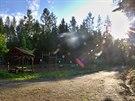 Lesn� t�locvi�na pobl� rozhledny B�ra a lanov�ho parku na Podh��e.
