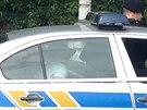 Policisté zadrželi ženu, která v pražském Motole unesla tříměsíční dítě. V autě sedí přítel únoskyně, který byl také zatčen (31. července 2014).