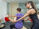 Gumička na cvičení je ideální na protažení a zpevnění zádových svalů. Trenérka...