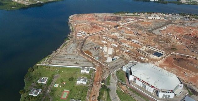 Pohled na stavbu Olympijského parku v Riu de Janeiru.