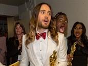 Na předávání Oscarů se na fotku s Jaredem Letem vetřela Lupita Nyong'o (Los...
